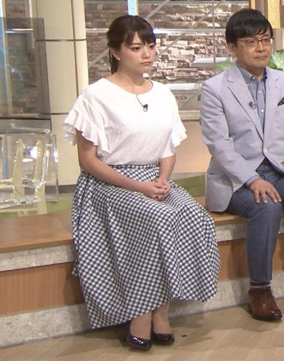 三谷紬アナ 脚のラインがでたピチピチのパンツスタイルキャプ・エロ画像13
