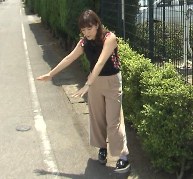 三谷紬アナ 脚のラインがでたピチピチのパンツスタイルキャプ・エロ画像5