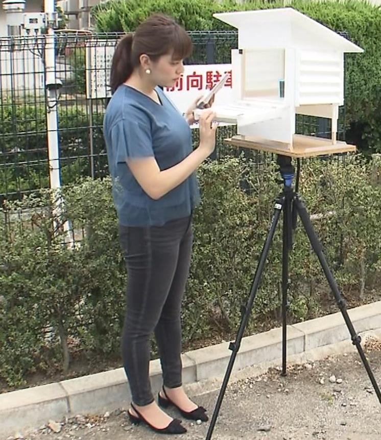 三谷紬アナ 脚のラインがでたピチピチのパンツスタイルキャプ・エロ画像7