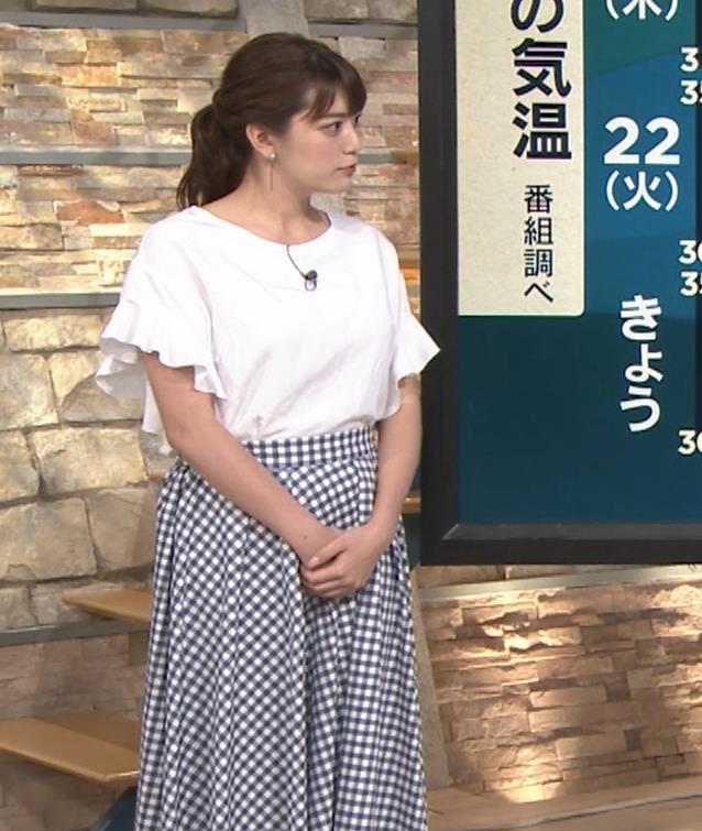 三谷紬アナ 脚のラインがでたピチピチのパンツスタイルキャプ・エロ画像10