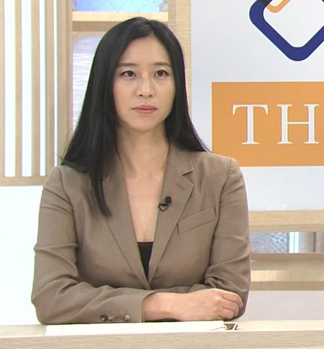 三浦瑠麗 政治番組だけど胸元が開きすぎキャプ・エロ画像