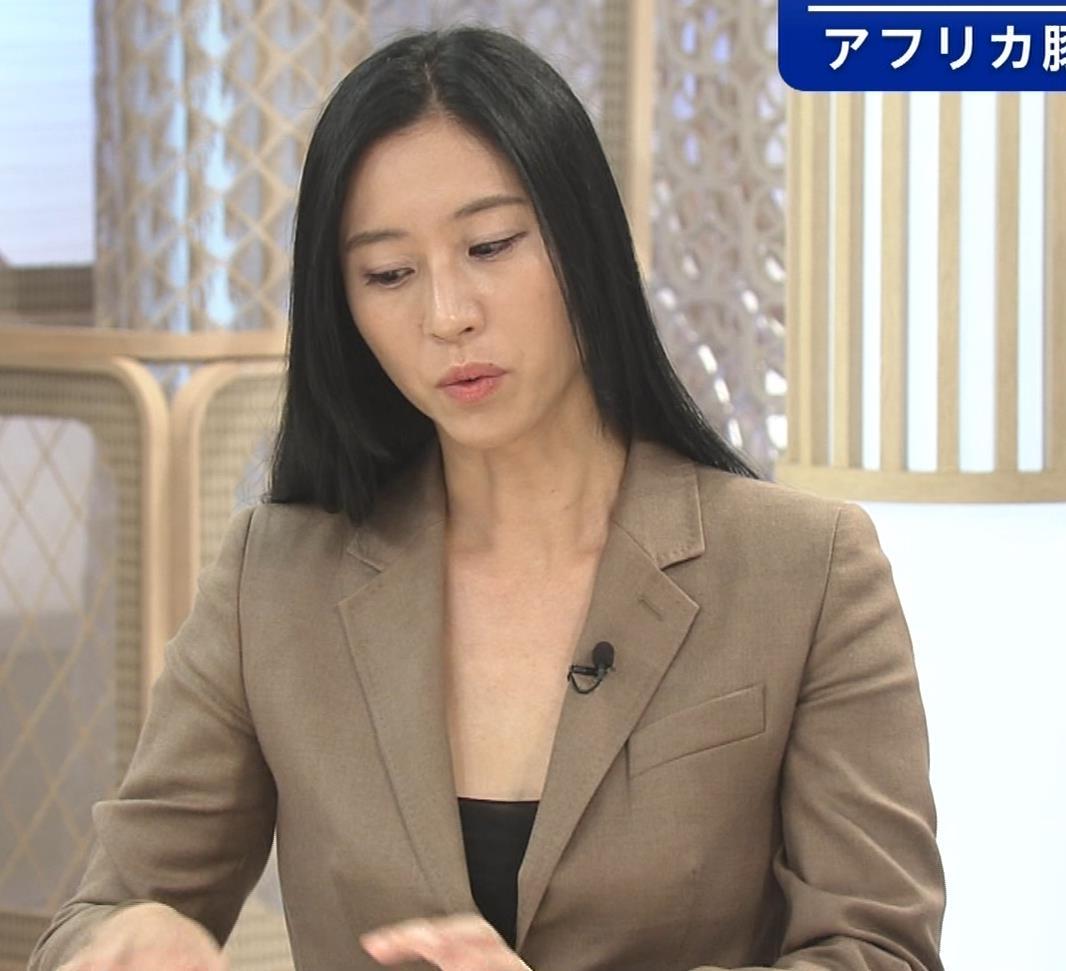 三浦瑠麗 政治番組だけど胸元が開きすぎキャプ・エロ画像3