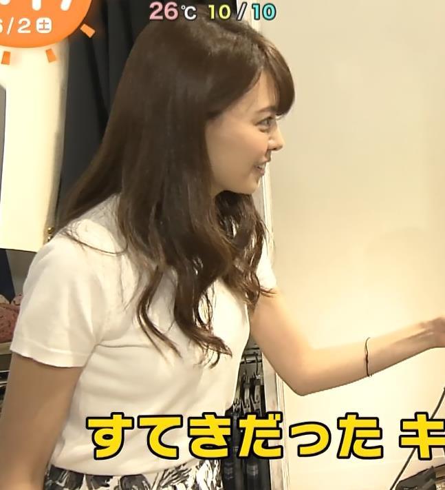 宮澤智アナ Tシャツ横乳がエロいキャプ・エロ画像2
