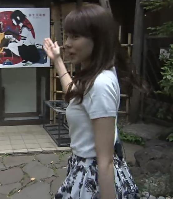 宮澤智アナ Tシャツ横乳がエロいキャプ・エロ画像3