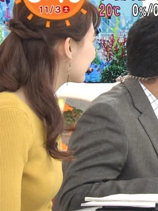 宮澤智 ニット横乳をアップで撮られるキャプ画像(エロ・アイコラ画像)