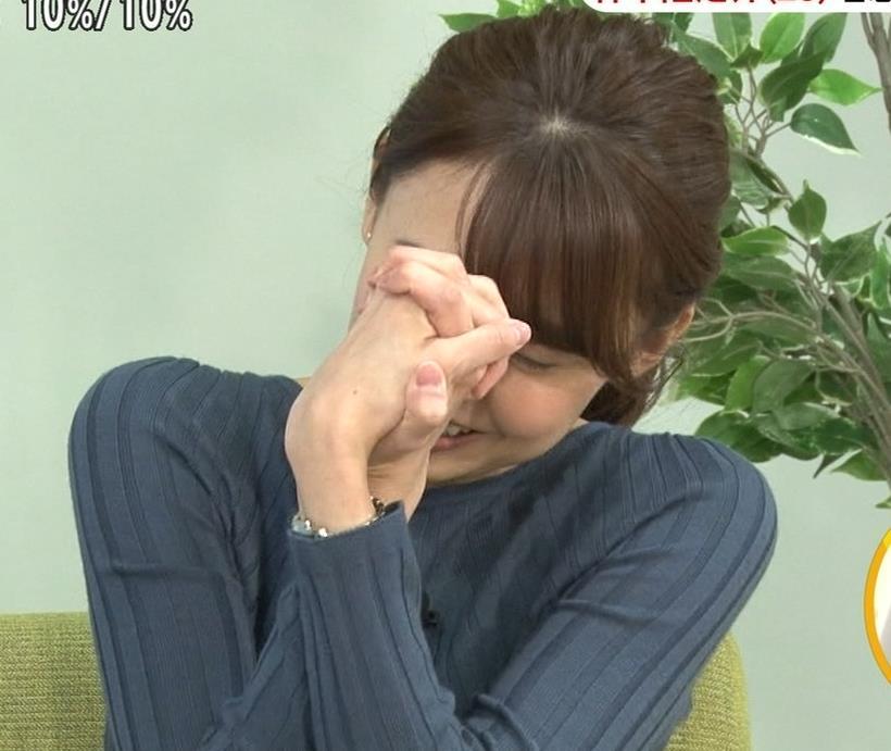 宮澤智アナ セクシーなニットおっぱいキャプ・エロ画像5