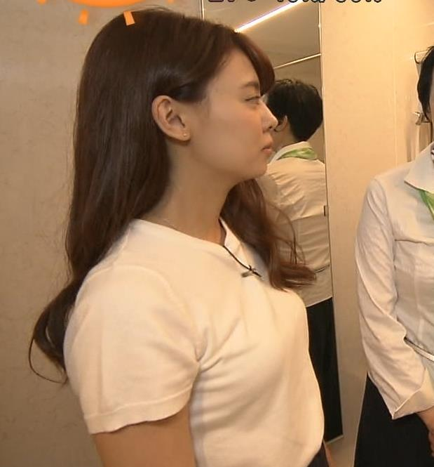 宮澤智アナ 寝そべったおっぱいキャプ・エロ画像