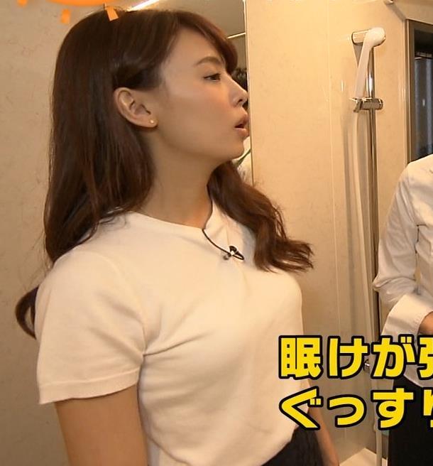 宮澤智アナ 寝そべったおっぱいキャプ・エロ画像2