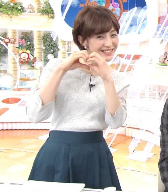 宮司愛海アナ 鎖骨露出!腕透け、乳寄せキャプ・エロ画像