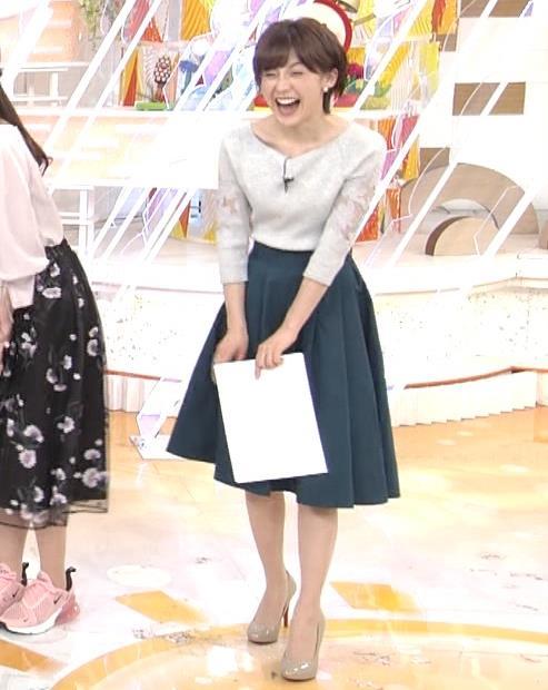 宮司愛海アナ 鎖骨露出!腕透け、乳寄せキャプ・エロ画像7