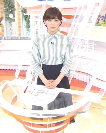 宮司愛海アナ 紺のスカートキャプ・エロ画像