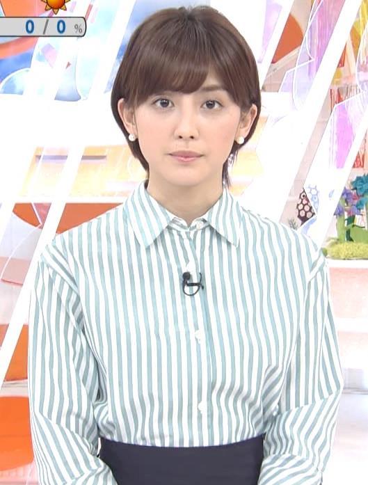宮司愛海アナ 紺のスカートキャプ・エロ画像2