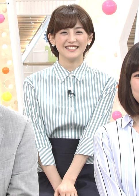 宮司愛海アナ 紺のスカートキャプ・エロ画像5