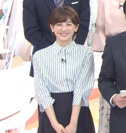 宮司愛海アナ 紺のスカートキャプ・エロ画像6