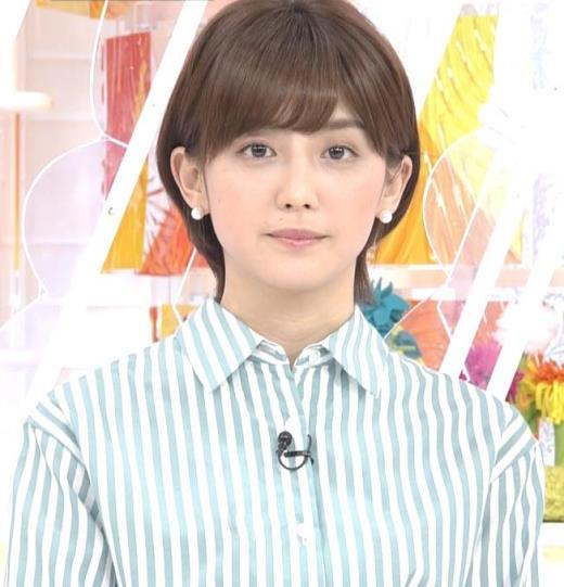 宮司愛海 紺のスカートキャプ画像(エロ・アイコラ画像)