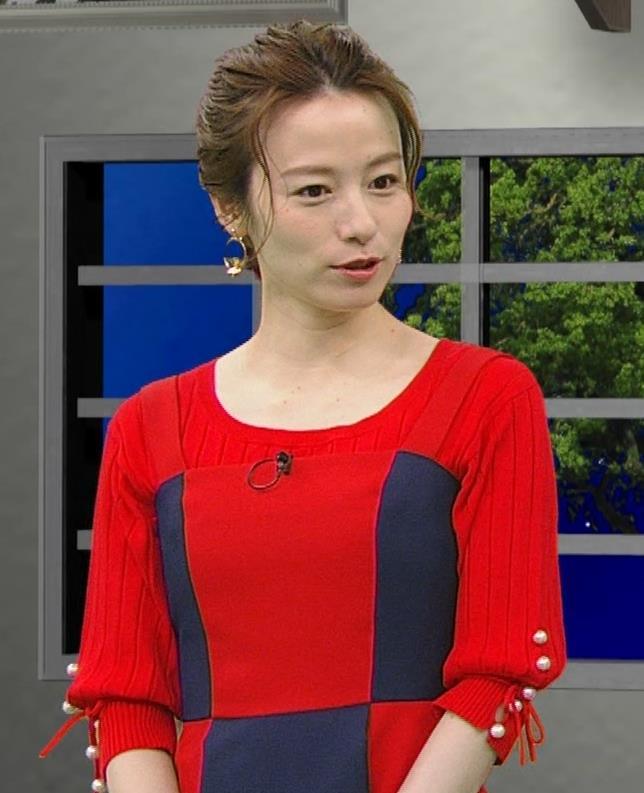 宮島咲良 白い脚が露出したかなり短いミニスカートキャプ・エロ画像4