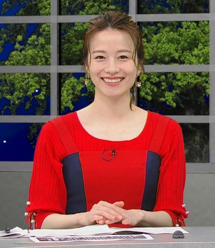 宮島咲良 白い脚が露出したかなり短いミニスカートキャプ・エロ画像9