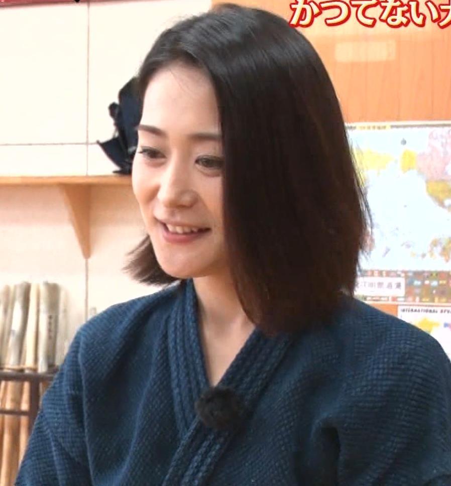 森葉子アナ セクシーノースリーブキャプ・エロ画像5