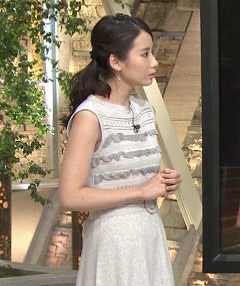 森川夕貴アナ またおっぱい強調されたノースリーブキャプ・エロ画像3