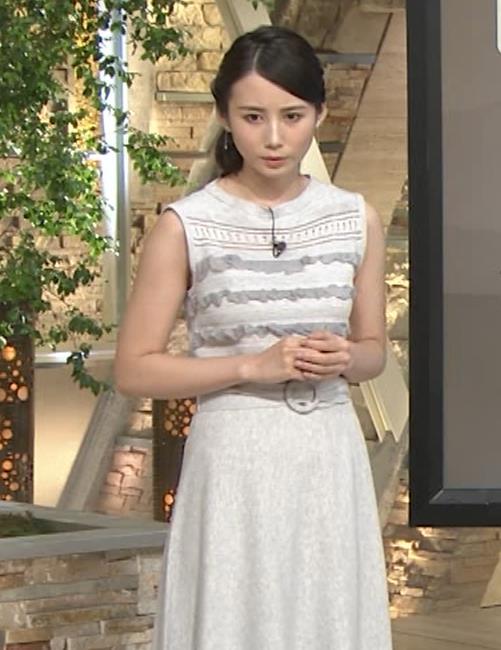 森川夕貴アナ またおっぱい強調されたノースリーブキャプ・エロ画像9