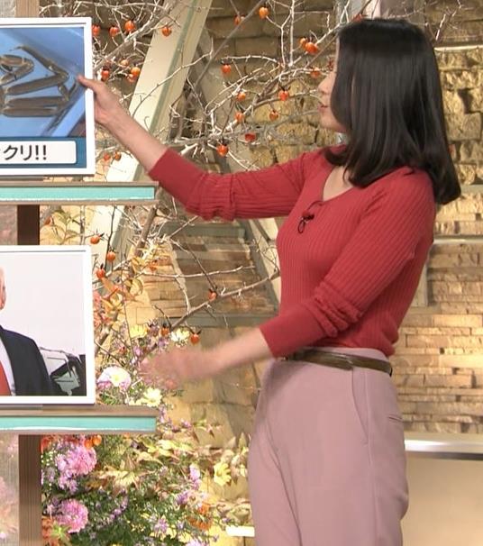 森川夕貴アナ ニット巨乳を両腕ではさむ!キャプ・エロ画像3