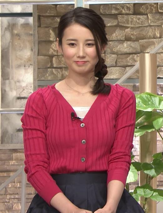 森川夕貴アナ 前かがみで思いっきり胸元チラキャプ・エロ画像12