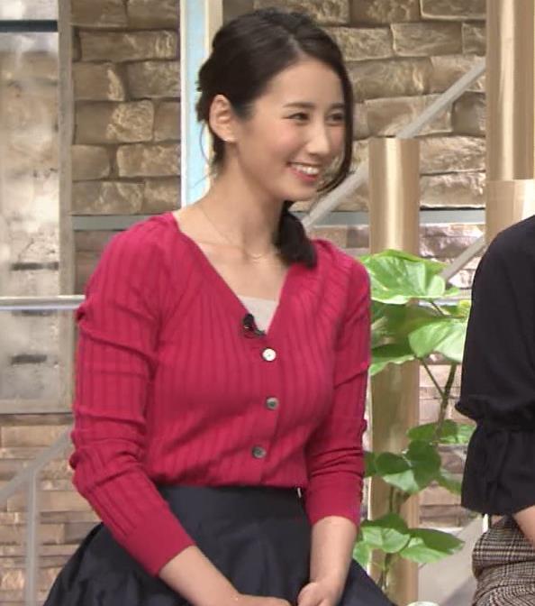 森川夕貴アナ 前かがみで思いっきり胸元チラキャプ・エロ画像13