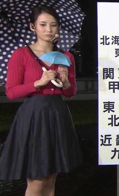 森川夕貴アナ 前かがみで思いっきり胸元チラキャプ・エロ画像5