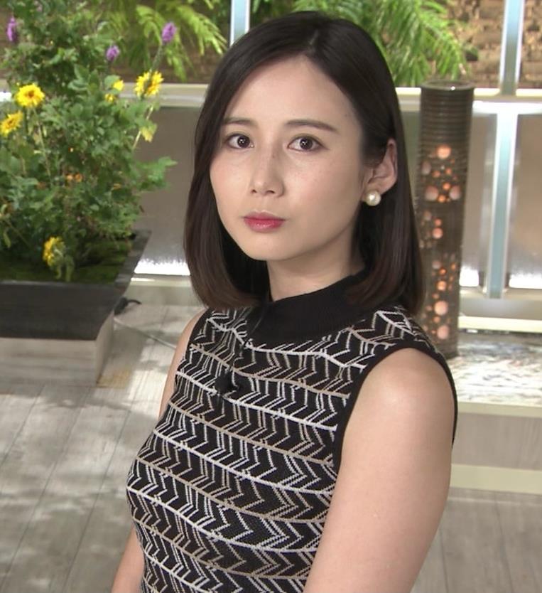 森川夕貴アナ 胸のラインが際立つ柄キャプ・エロ画像