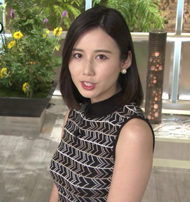 森川夕貴アナ 胸のラインが際立つ柄キャプ・エロ画像2