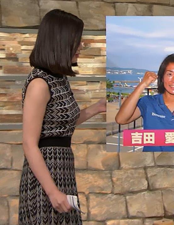 森川夕貴アナ 胸のラインが際立つ柄キャプ・エロ画像14