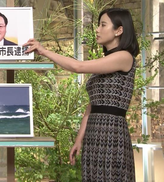 森川夕貴アナ 胸のラインが際立つ柄キャプ・エロ画像3