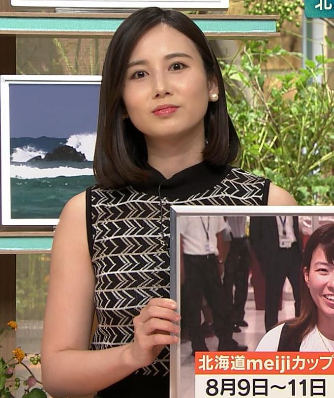 森川夕貴アナ 胸のラインが際立つ柄キャプ・エロ画像6