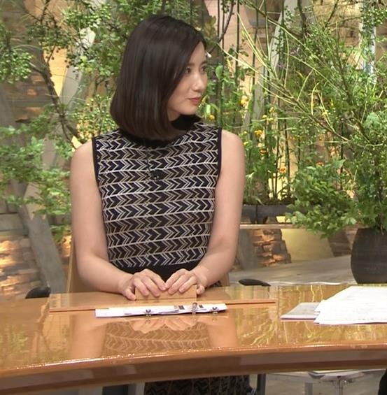 森川夕貴アナ 胸のラインが際立つ柄キャプ・エロ画像7