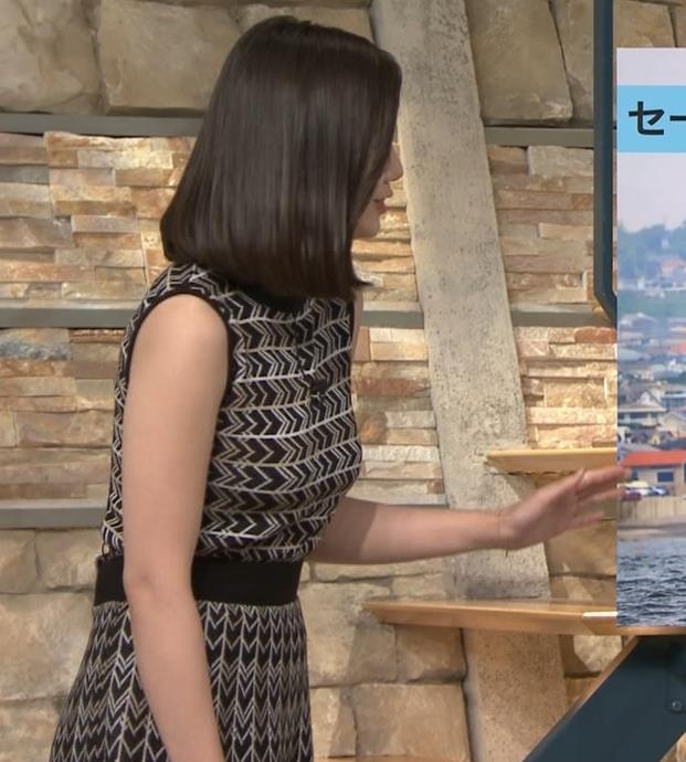 森川夕貴アナ 胸のラインが際立つ柄キャプ・エロ画像8