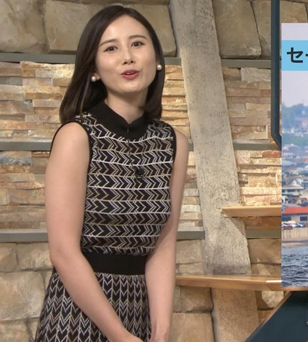 森川夕貴アナ 胸のラインが際立つ柄キャプ・エロ画像9
