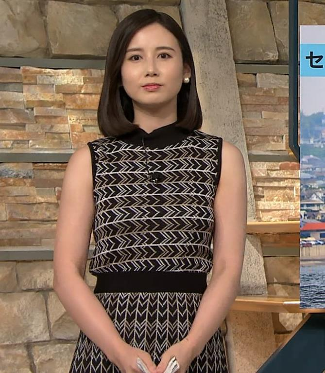 森川夕貴アナ 胸のラインが際立つ柄キャプ・エロ画像10
