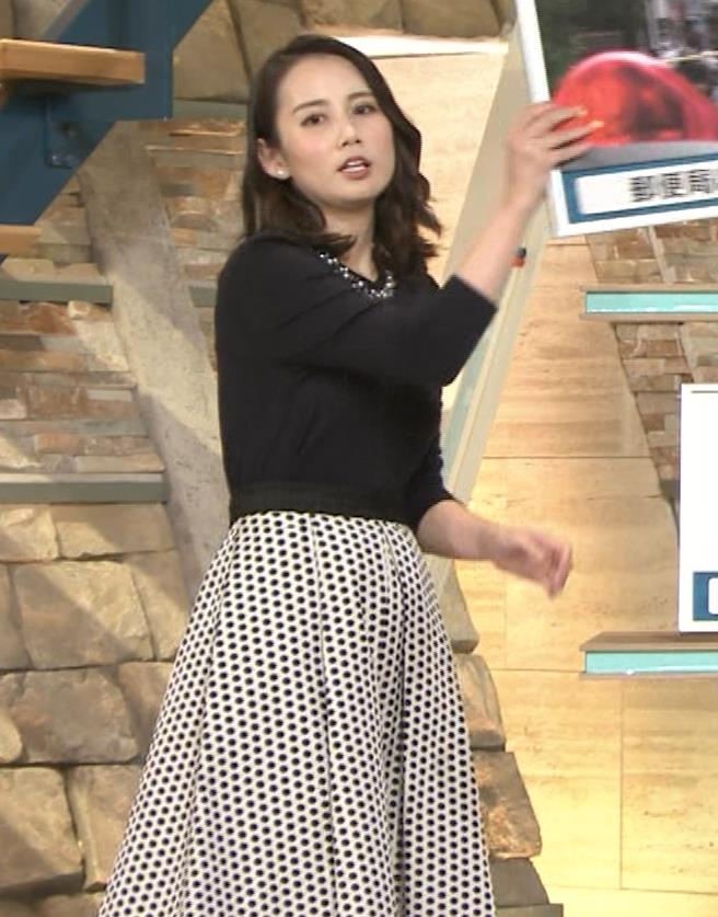 森川夕貴アナ 黒ニットの乳キャプ・エロ画像2