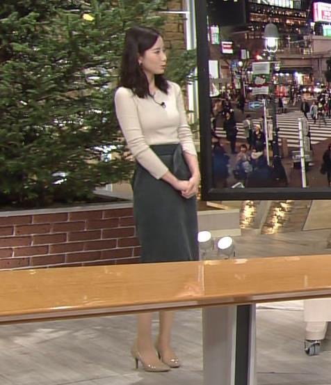 森川夕貴アナ 細身のニットおっぱい♡キャプ・エロ画像4