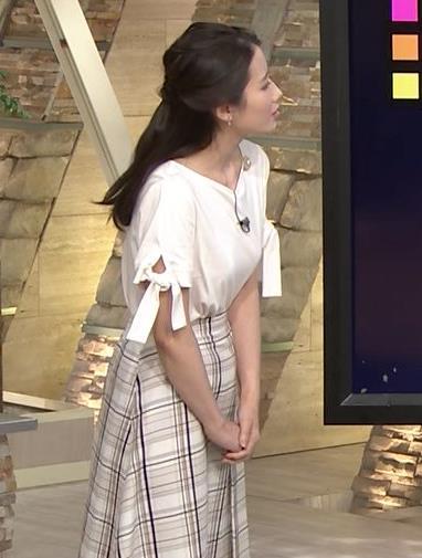森川夕貴アナ 前かがみで胸元がチラリ!キャプ・エロ画像11
