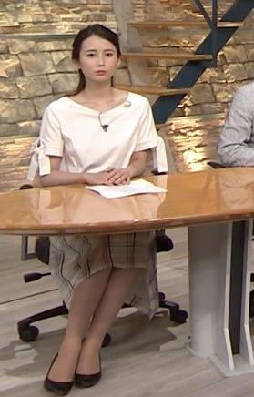 森川夕貴アナ 前かがみで胸元がチラリ!キャプ・エロ画像6