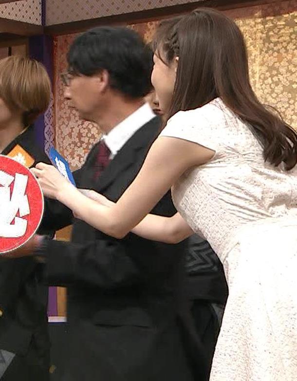 森本智子アナ セクシーな横乳キャプ・エロ画像