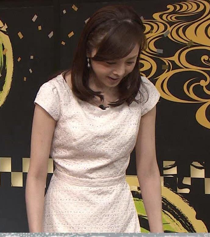 森本智子アナ セクシーな横乳キャプ・エロ画像5