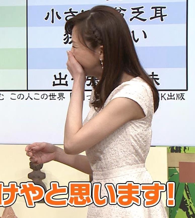 森本智子アナ セクシーな横乳キャプ・エロ画像8