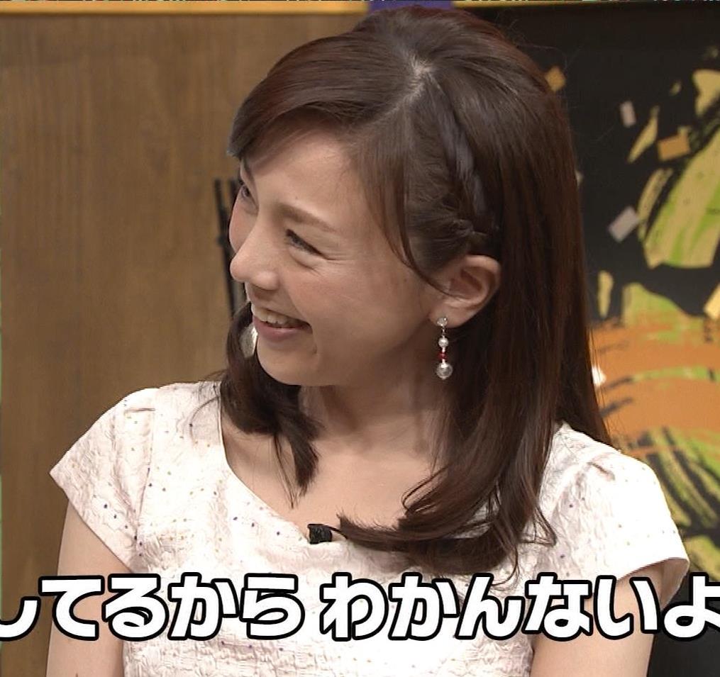 森本智子アナ セクシーな横乳キャプ・エロ画像9