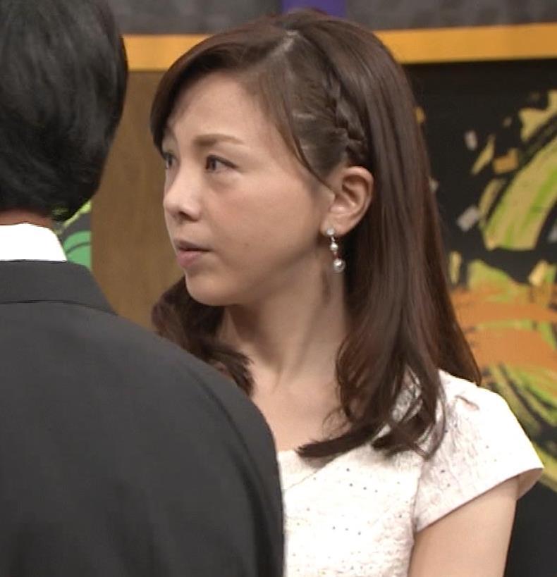 森本智子アナ セクシーな横乳キャプ・エロ画像10