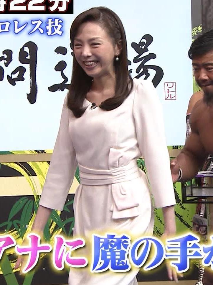 森本智子アナ スカートでプロレスして美脚チラ&胸チラキャプ・エロ画像2