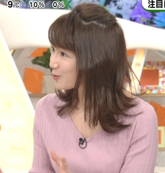 長野美郷アナ インナーがチラリしているニットキャプ・エロ画像5