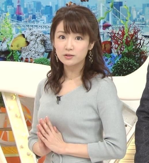 長野美郷アナ 胸のふくらみがいい感じのニットおっぱい♡キャプ・エロ画像2