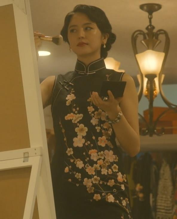 長澤まさみ チャイナドレスのおっぱい、スカートの切れ込みキャプ・エロ画像